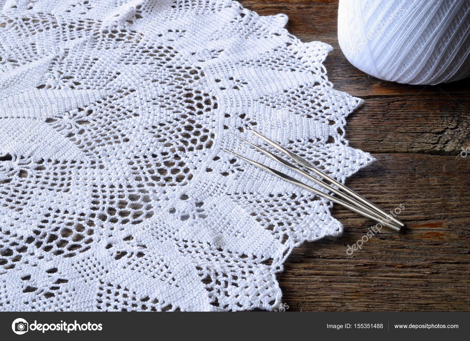 weiße häkeln Deckchen — Stockfoto © shutterbug68 #155351488