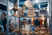 Obchod nádobí mosaz s řemeslné výrobky a suvenýry