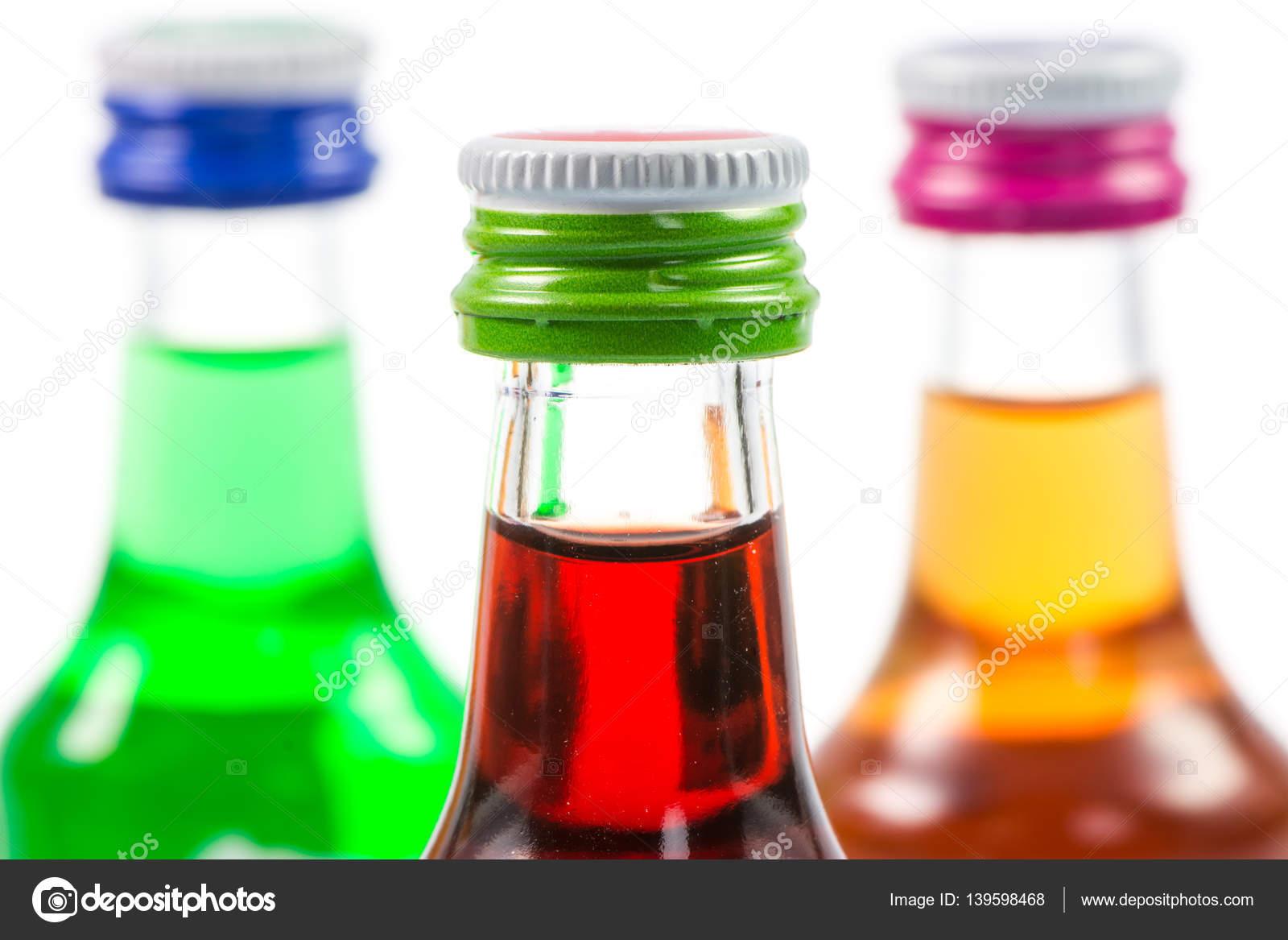 Verschiedenen isolierten Likör-Flaschen mit Party Getränke ...