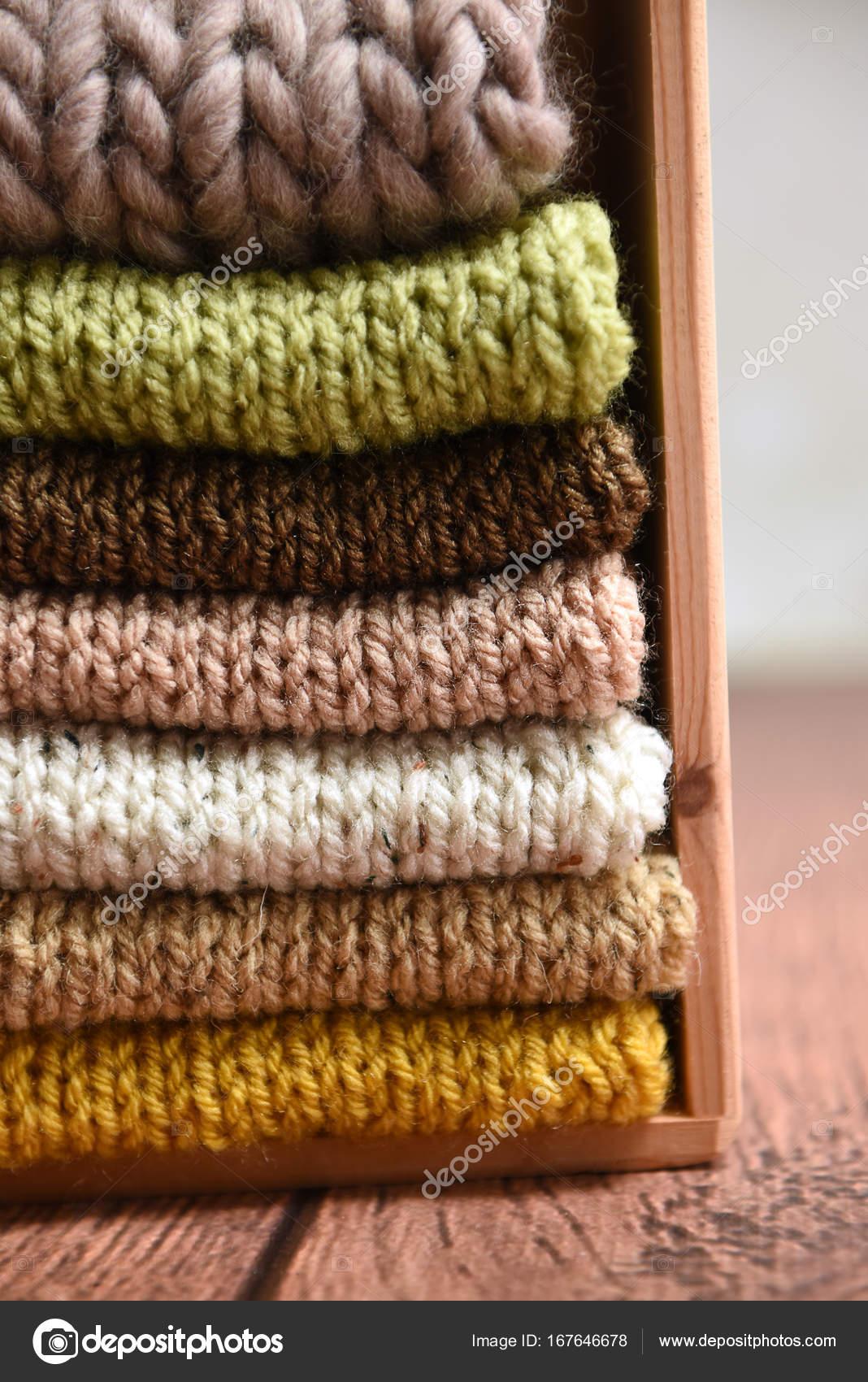 ef91b875e756 Hromadu ručně pletené šaty — Stock Fotografie © andrejad  167646678
