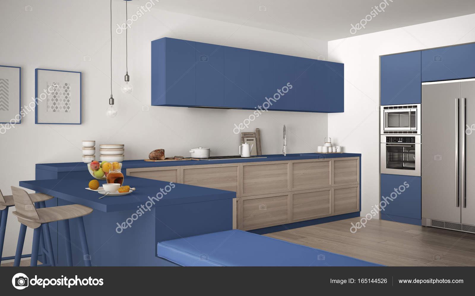 Cucina classica con dettagli in legno e pavimento in parquet ...
