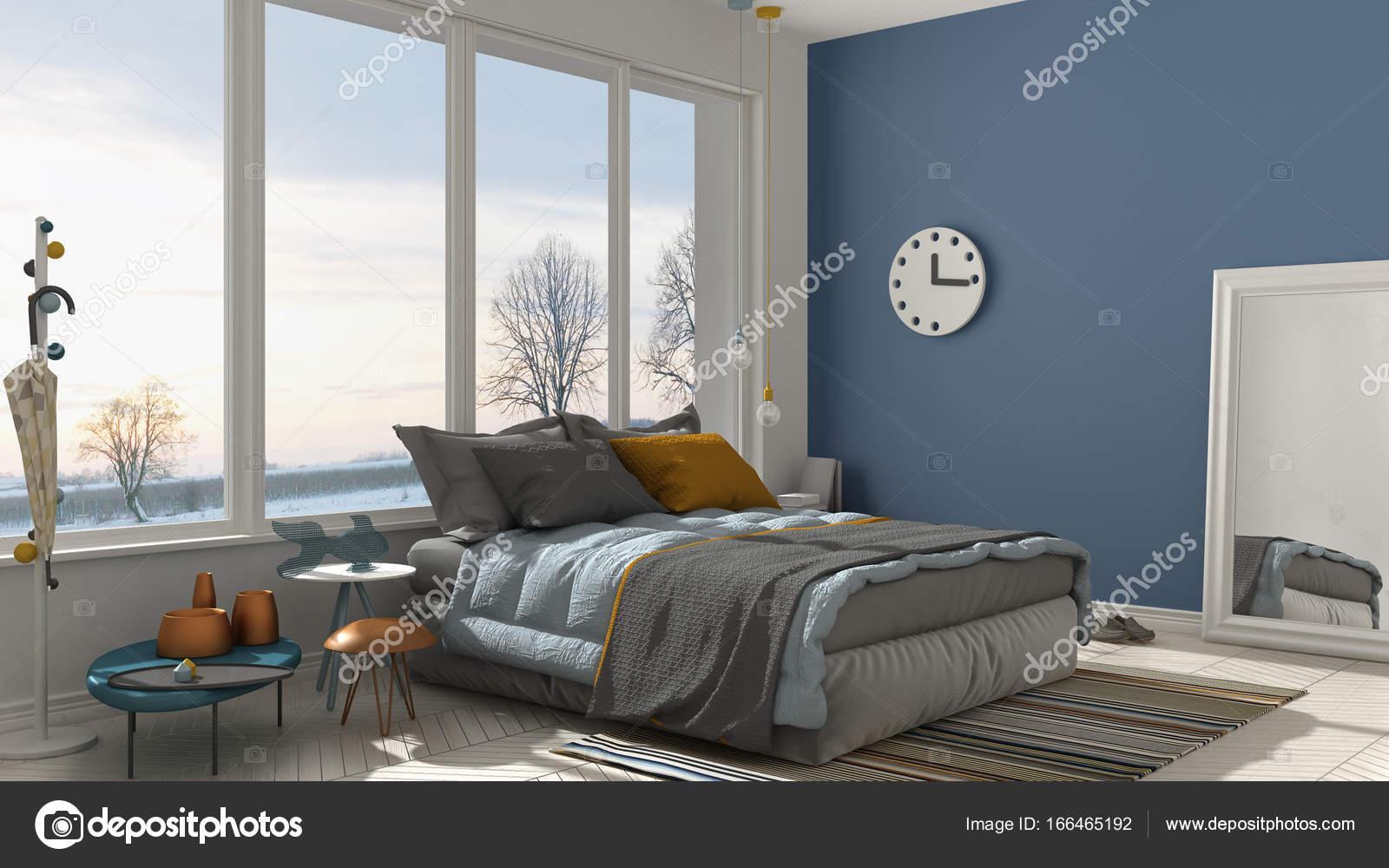 Colorata camera da letto moderna bianca e blu con grande finestra ...