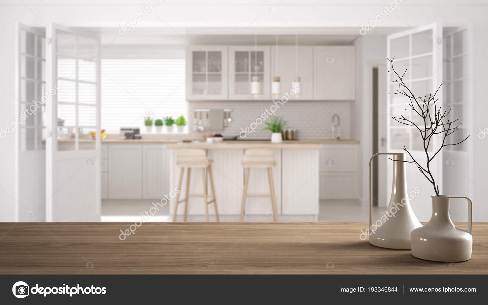 Piano tavolo in legno o la mensola con minimaliste vasi moderni ...