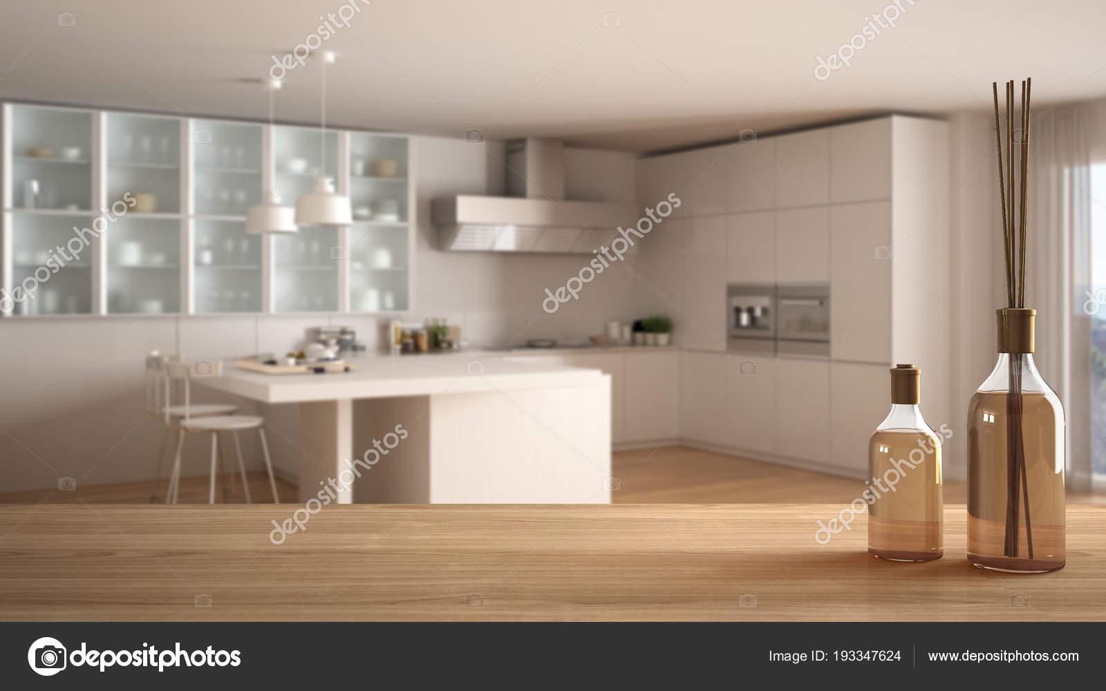 Dessus de table en bois ou une étagère avec aromatiques bâtons ...