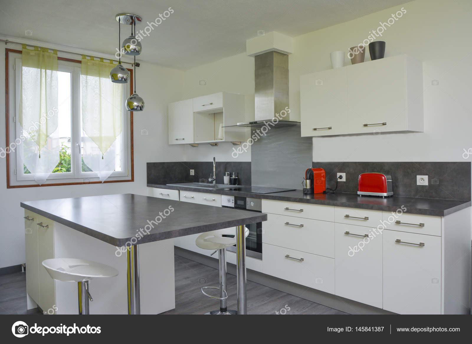 Amüsant Bilder Küche Modern Dekoration Von Restaurants Küche Eingerichtet — Stockfoto