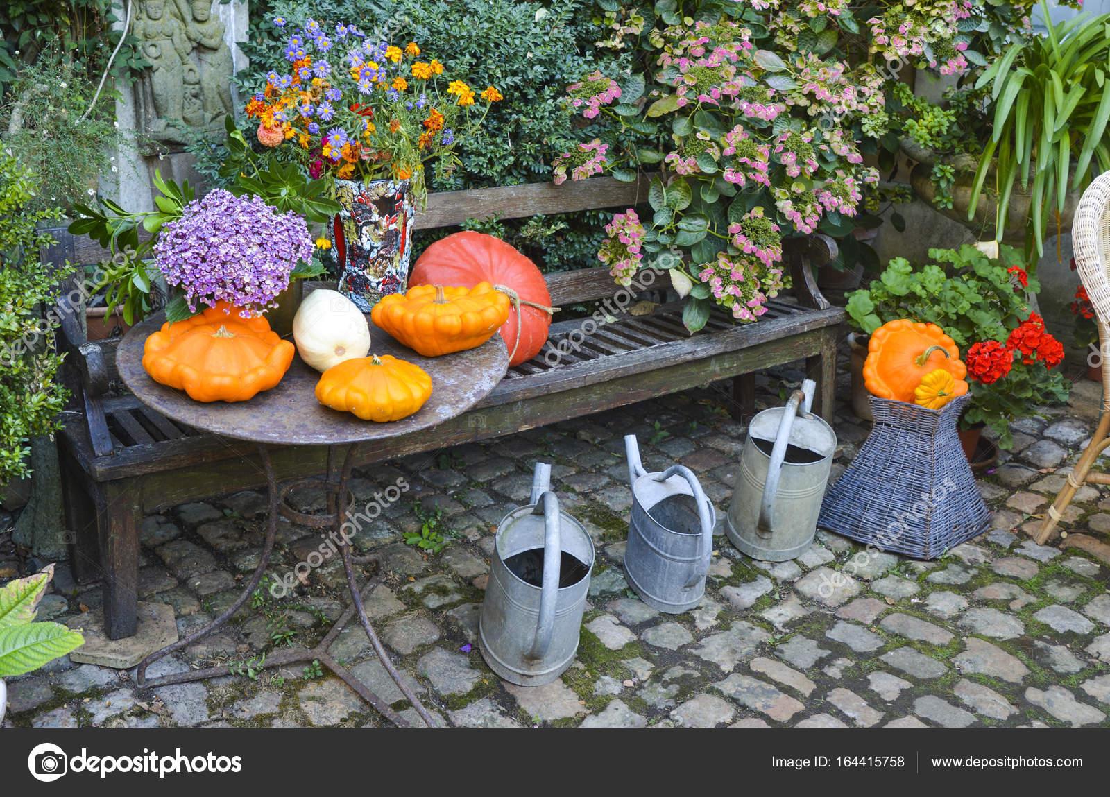 Decorate In Un Giardino Con Varie Dimensioni E Forma Le