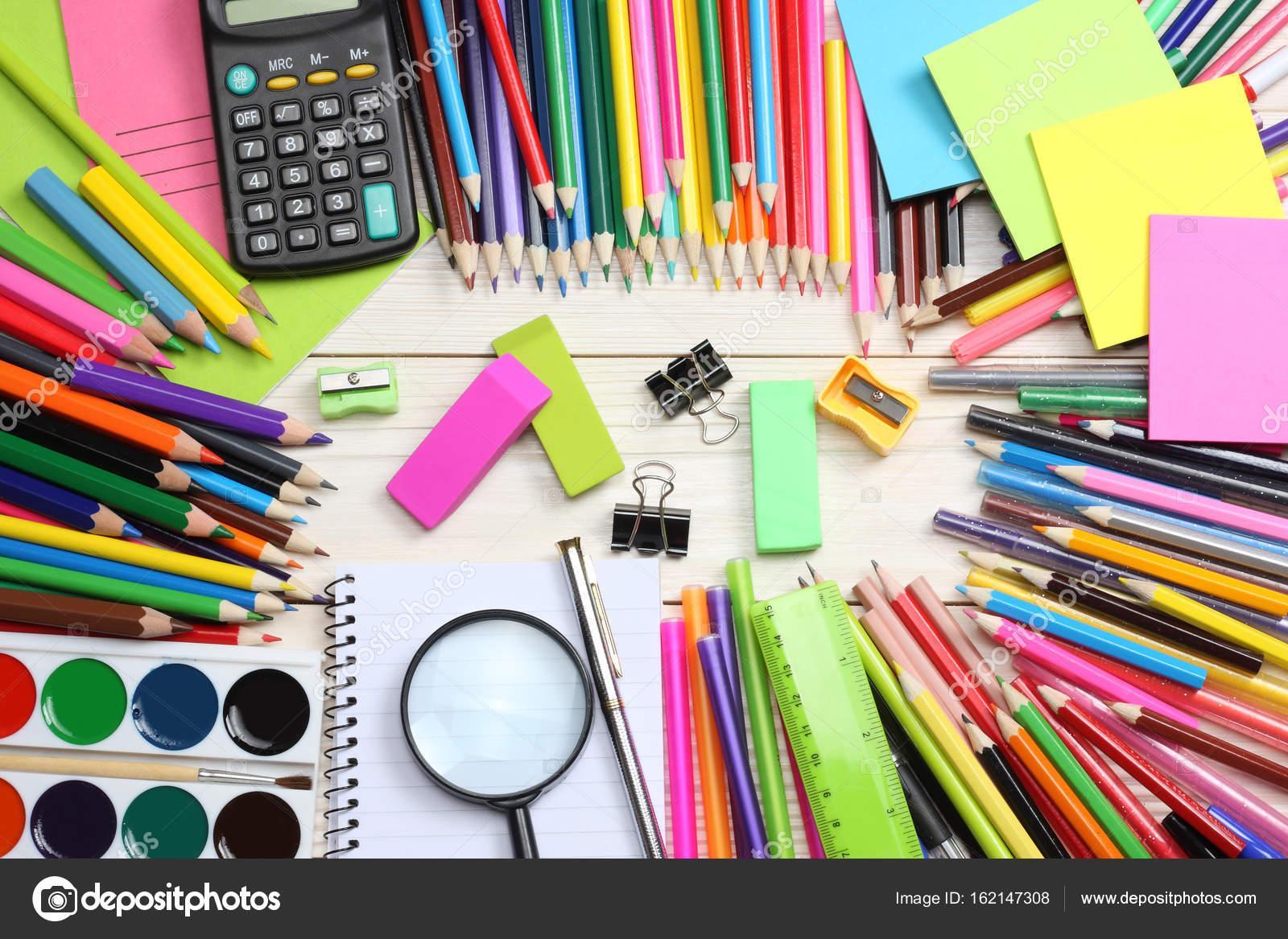Schul Und Buromaterial Schule Hintergrund Buntstifte