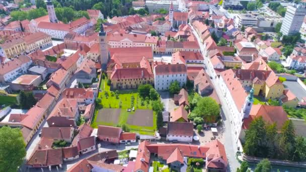 Letecký pohled na centrum architektury starého města Varaždin, Severní Chorvatsko