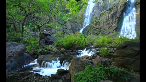 Klong lan vodopády v severním Thajsku kamphaengpetch