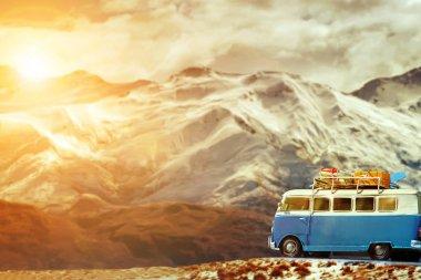 Araban güzel kar mounta karşı yol tarafında Park seyahat