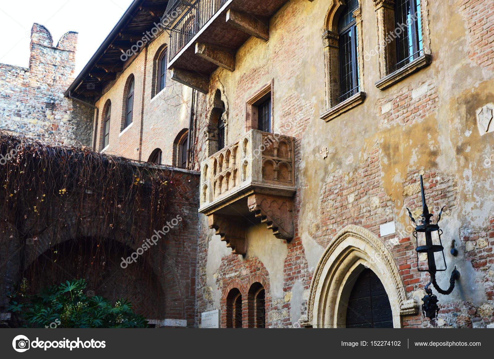 Balcone di casa di Giulietta a Verona, stile veneziano, Italia ...
