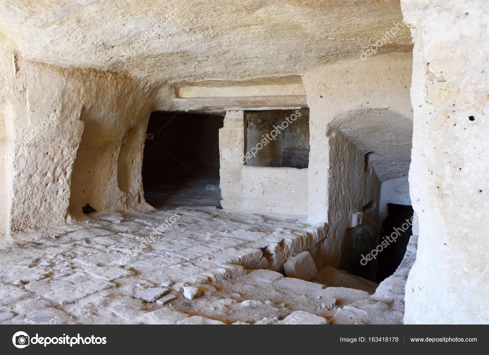 Interno Di Una Caverna Nella Antica Città Di Matera Pietre Di