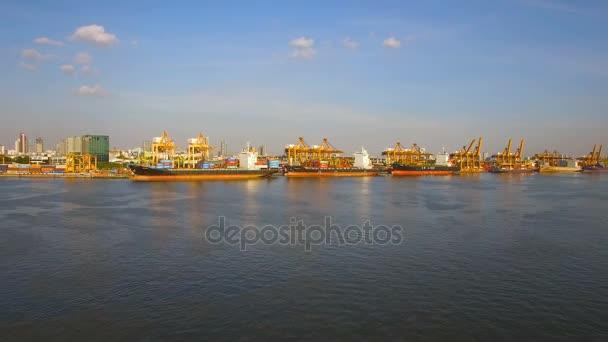 Bangkok, Thajsko - 27. prosince: kontejner nákladní loď, import export obchodní logistika zásobování řetězce doprava koncept pro lodní, letecký pohled na pozadí, timelapse 4k, prosinec 27, 2016