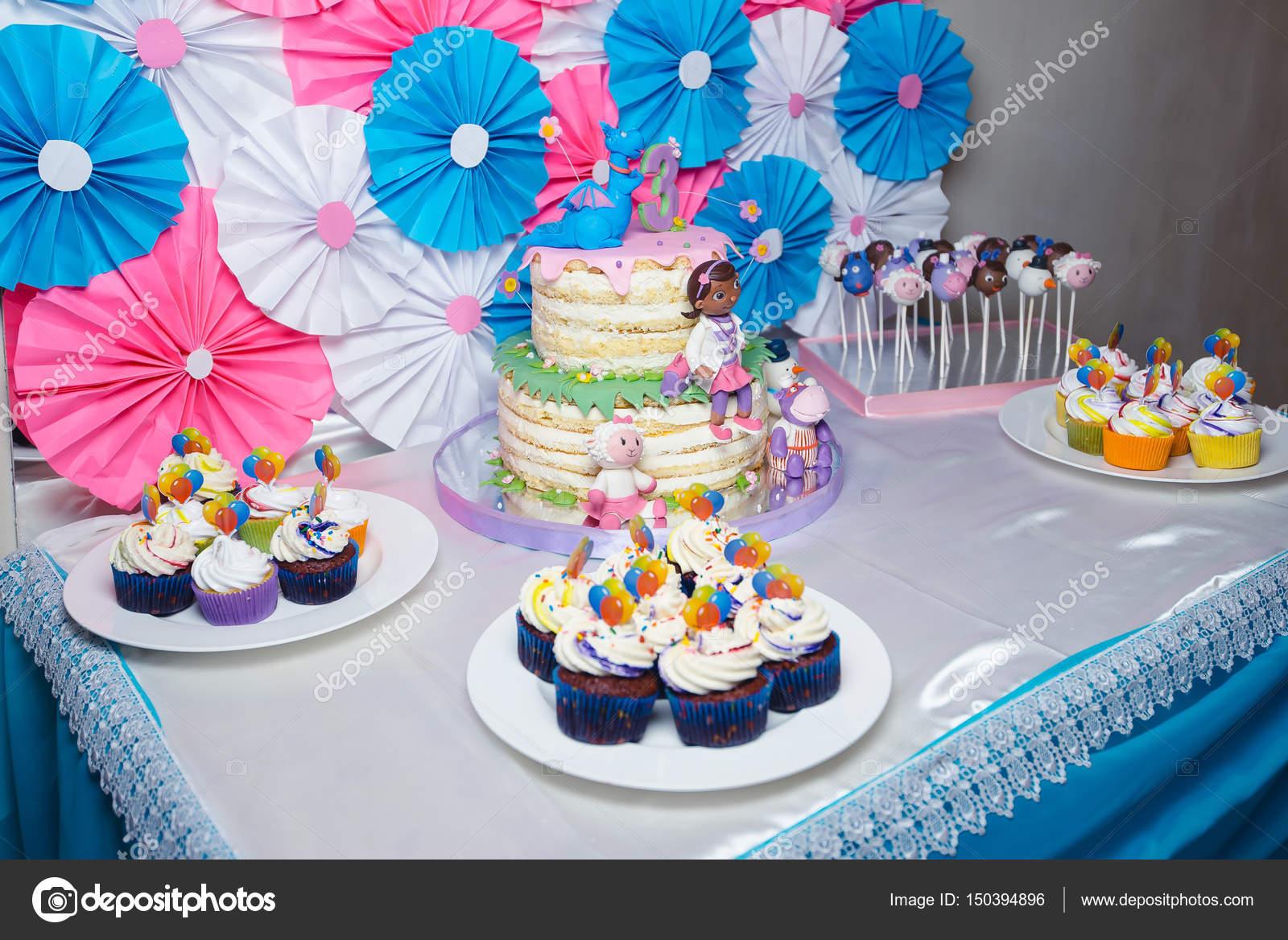 Mesa buffet decoraci n para cumplea os 3 a os foto de stock maxfoto87 150394896 - Decoracion cumpleanos anos ...