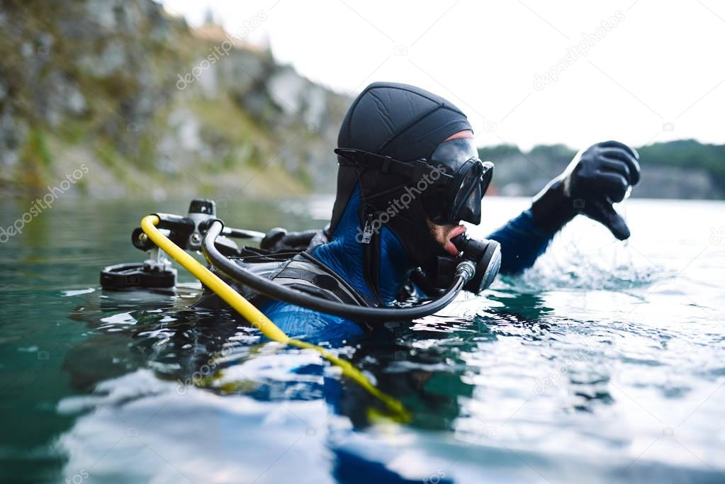 Diver ready to immerse