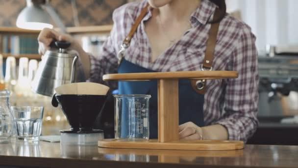 Kávé Barista így öntjük