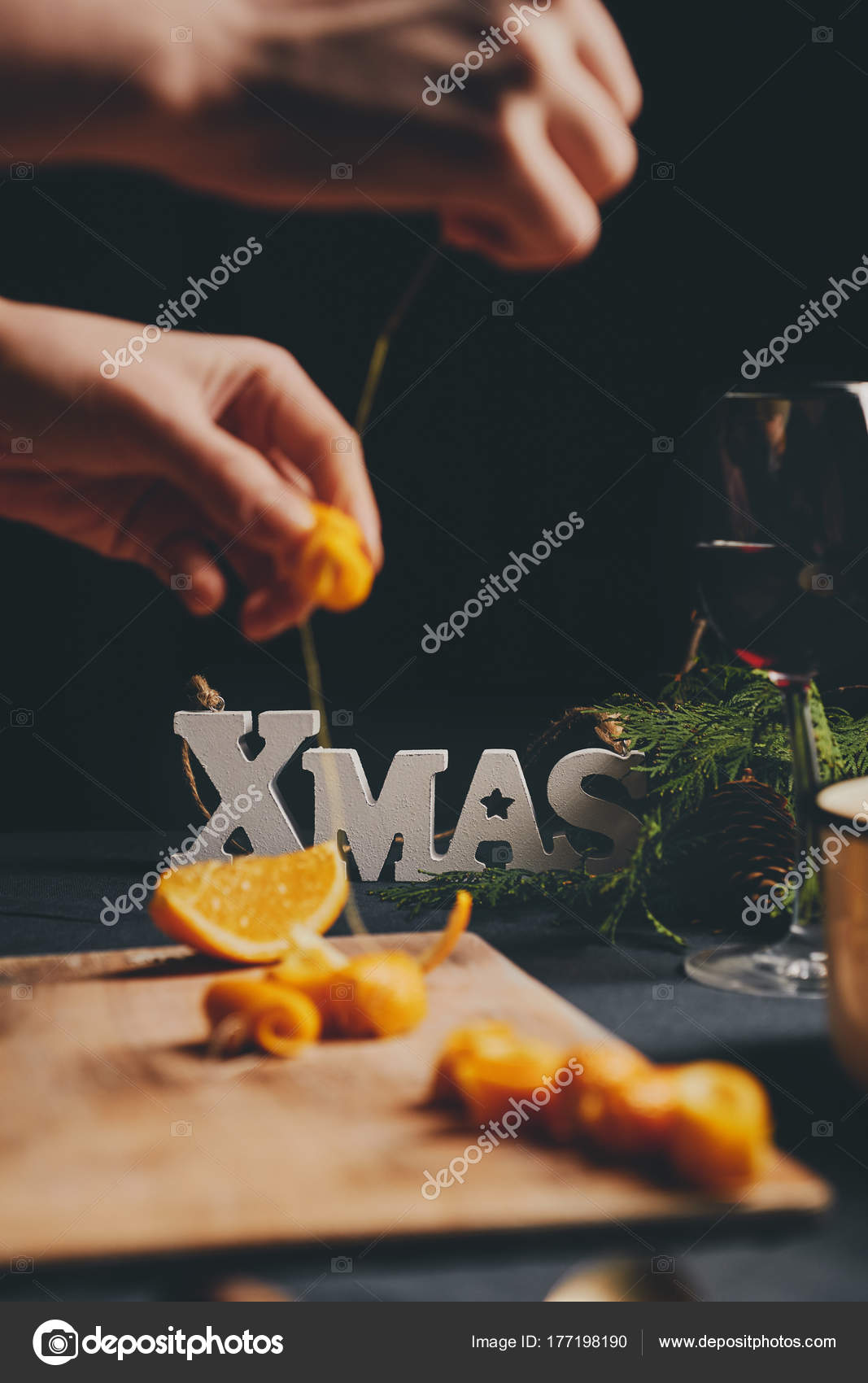 Weibliche Hände Kochen Orangenmarmelade Für Weihnachtsgeschenke ...