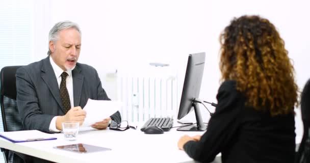 Pohovor v moderní kanceláři