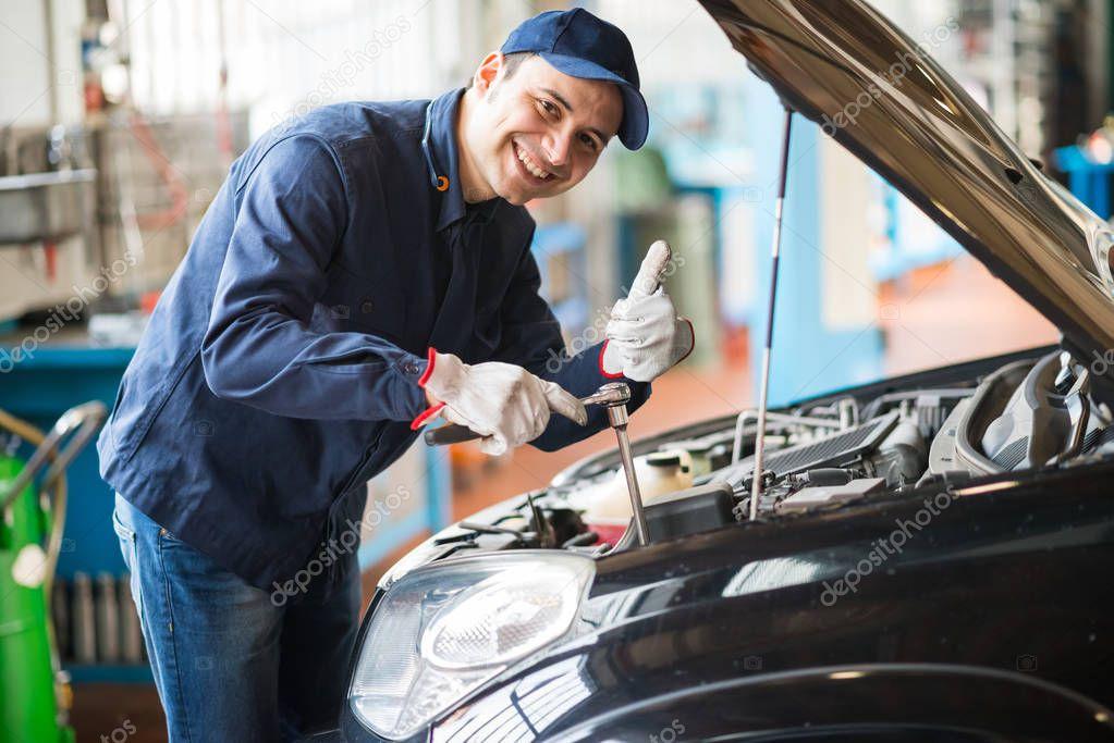 mechanic giving thumbs up