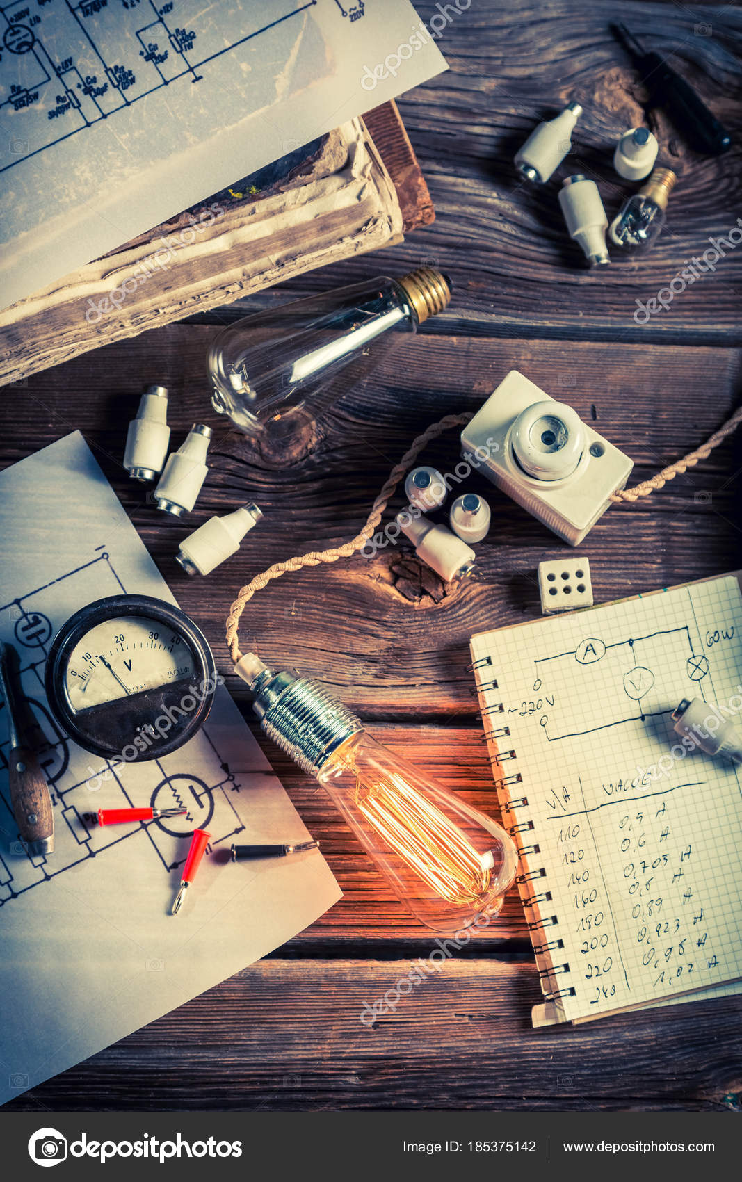 Testen von Edison Glühbirne und Schaltpläne in Klassenzimmer ...