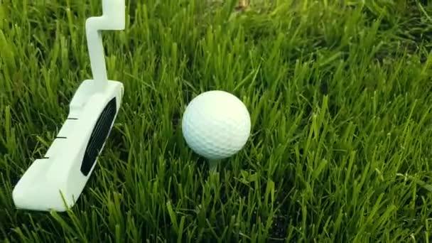Bít míč ve hře Golf