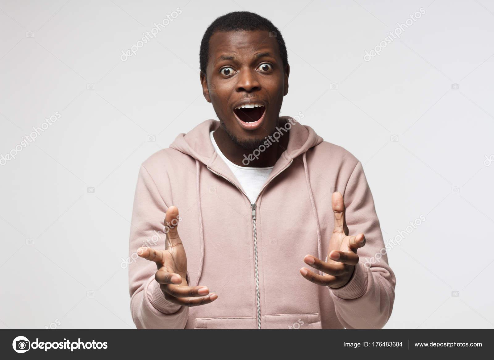 Junge Aufgeregt Schönen Schwarzen Rüde Mit Erstaunen Gestikulieren