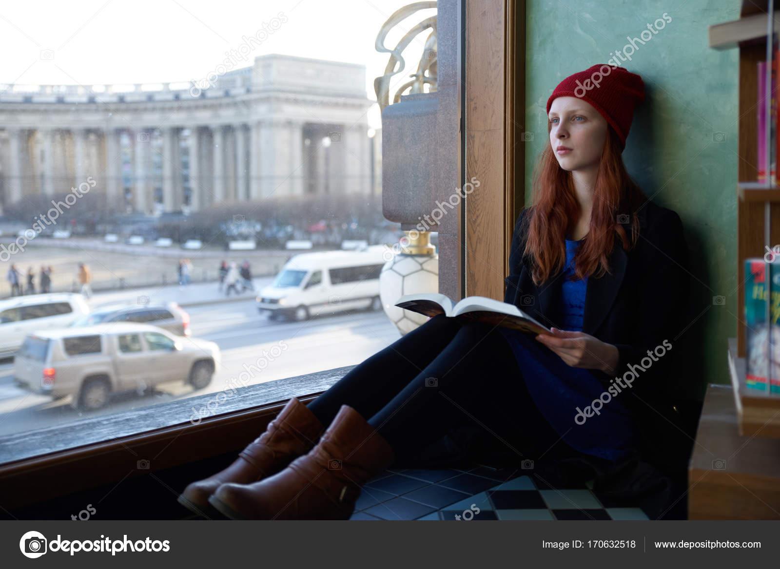 Рыжая девушка из студентов