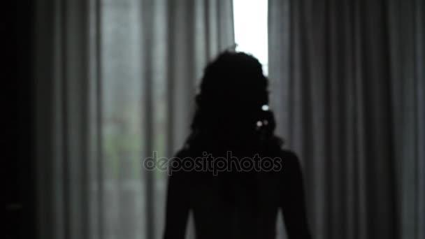 nevěsta se otevře záclony