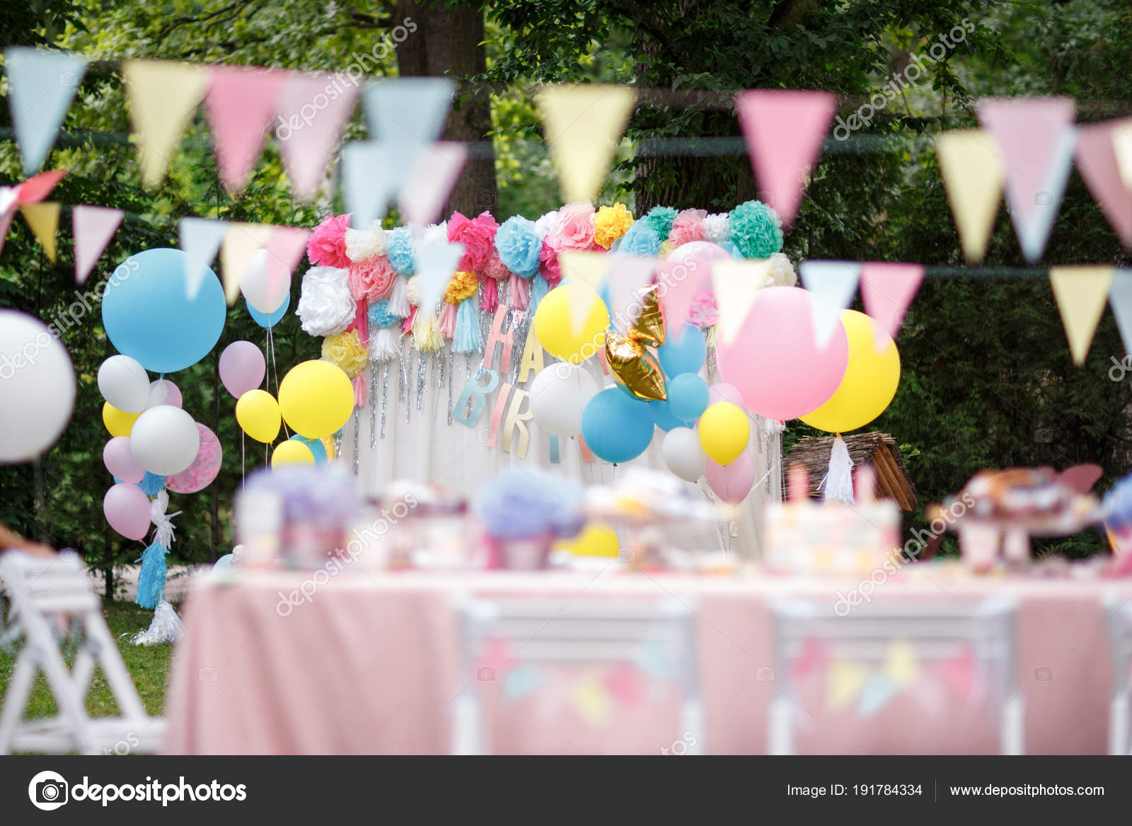 Delicious wedding reception candy bar — Stock Photo © VAKSMANV101 ...
