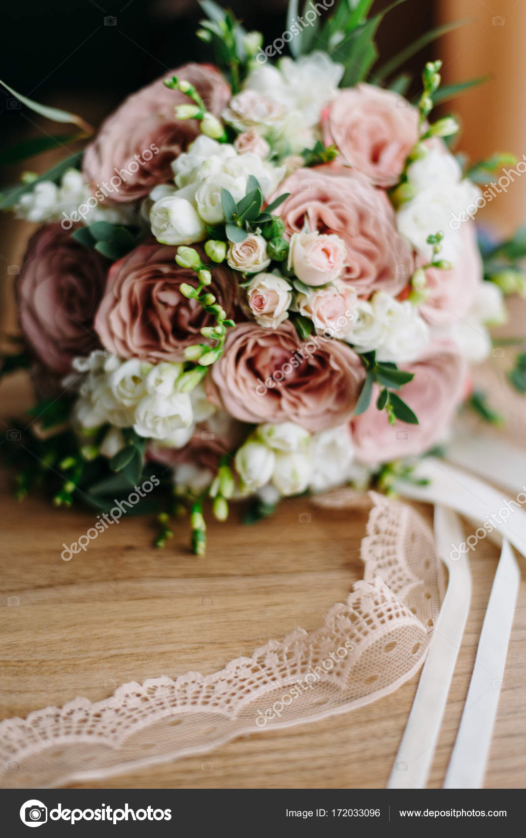 Смотреть Свадебный букет в пастельных тонах видео