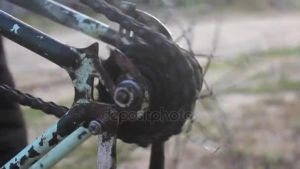 Vecchio particolare della bicicletta arrugginita