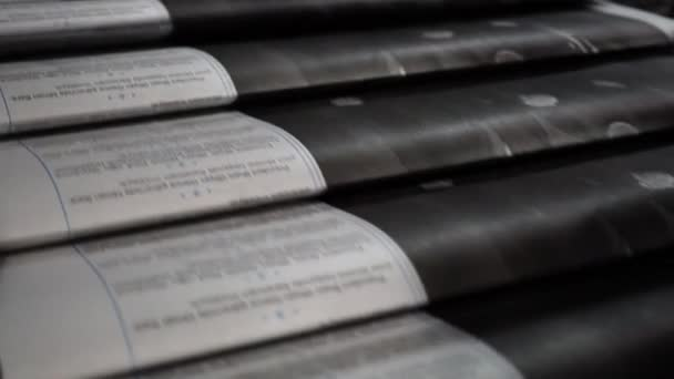 Tisk novin z krátké vzdálenosti. Proces posun a kotoučového tisku.
