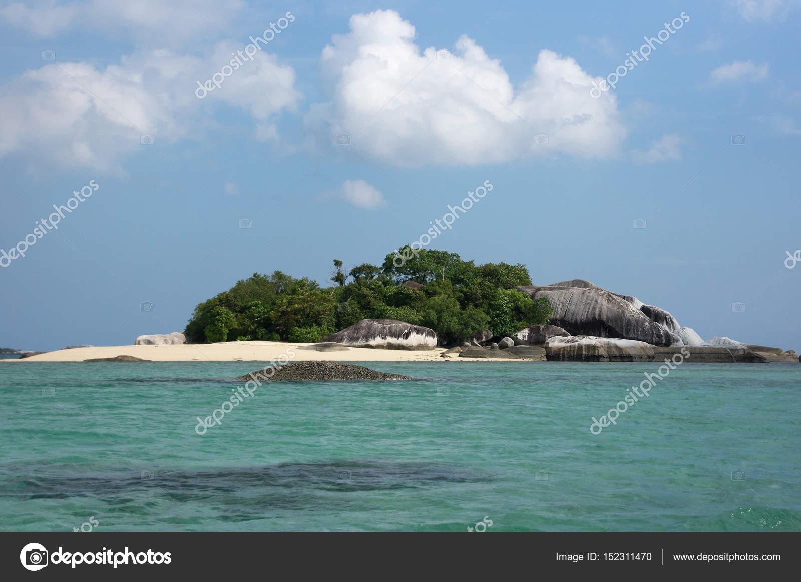 Peque a isla con playa de arena blanca y vegetaci n de for Formacion de la roca