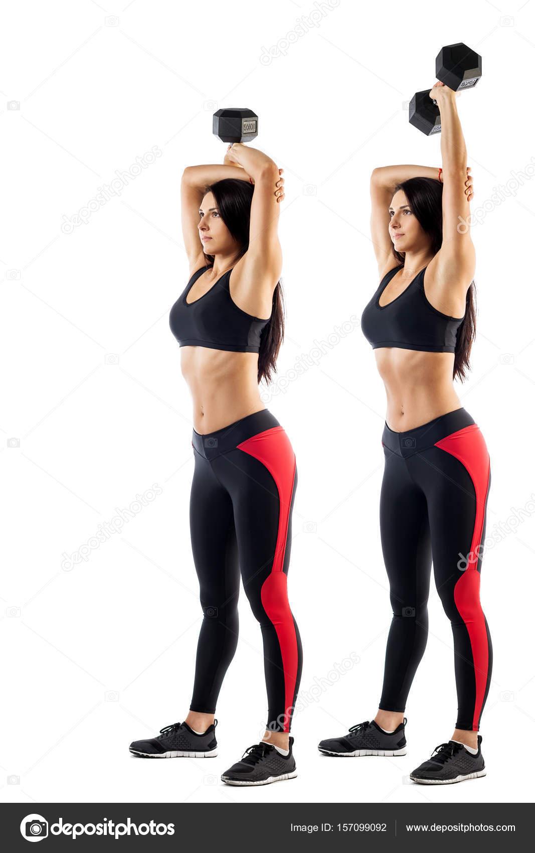 Remise en forme de jeune femme sportive d une brune faisant un exercice avec  un haltère sur un biceps sur fond blanc isolé feb36c6c173