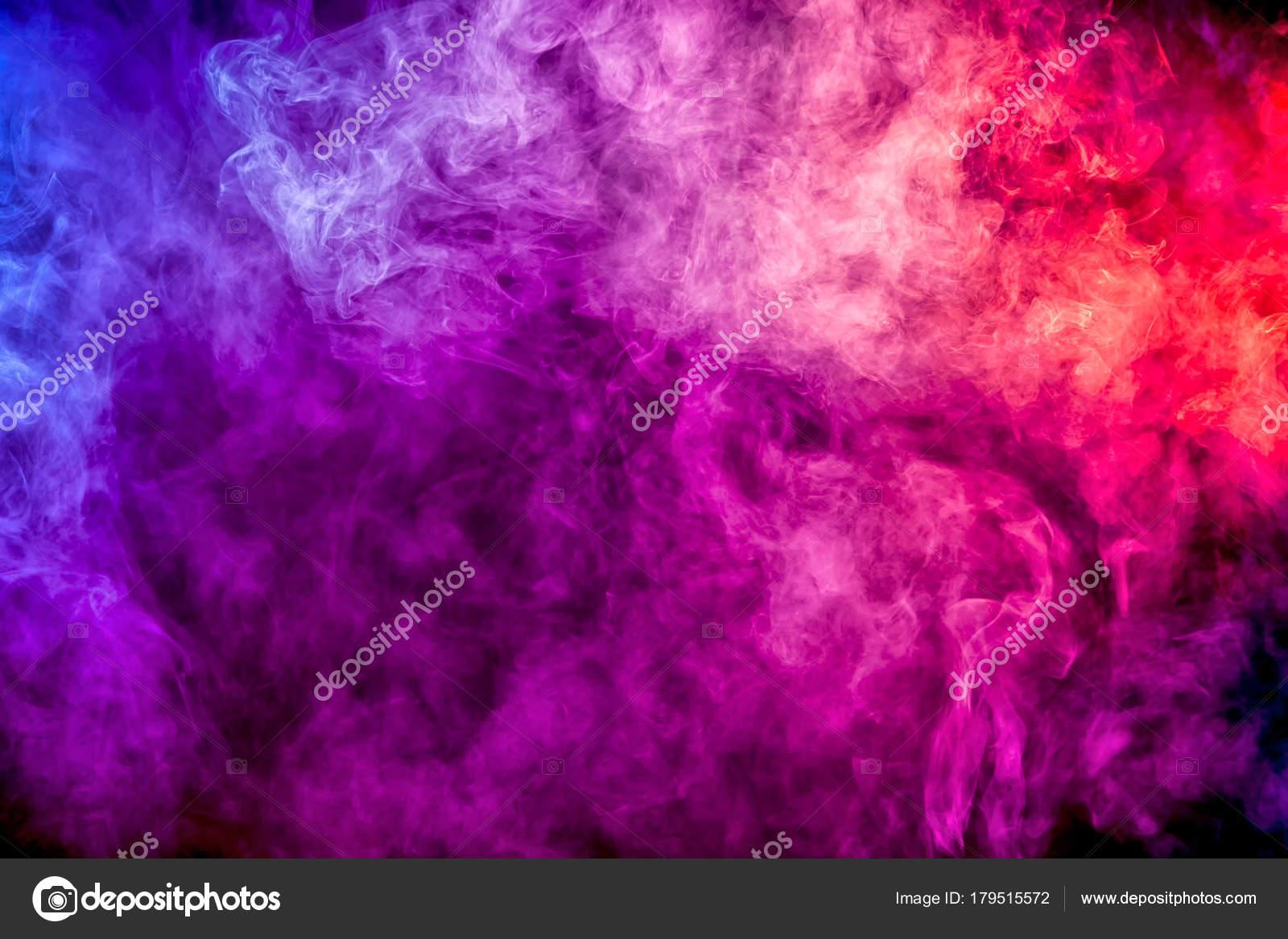 Humo Colores Morado Rosa Rojo Sobre Fondo Negro Aislado