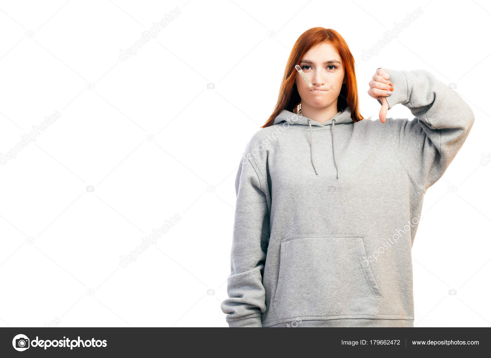 cbd2adb37091 Une Jeune Femme Rousse Sweat Shirt Sport Est Triste Être — Photo