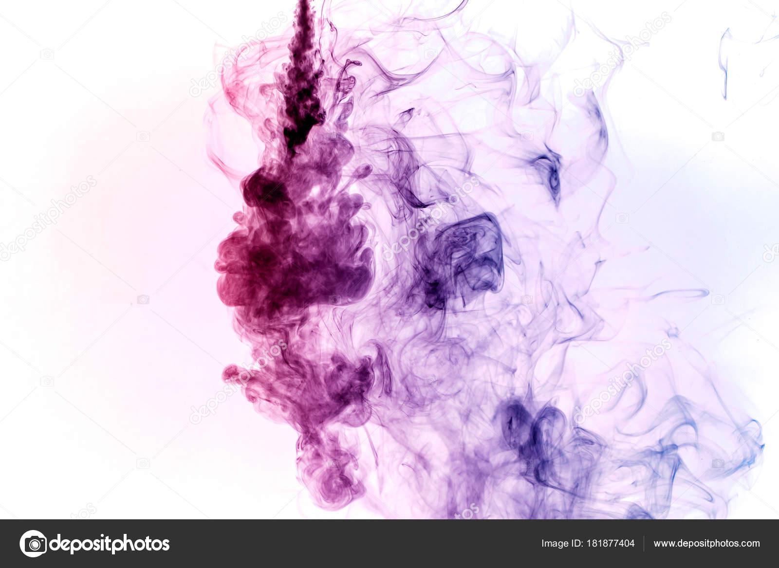 Fialová rtěnka kouření