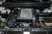 Novosibirsk, Rusko 13. října 2019: Hyundai Santa Fe, Detail automobilového motoru, pohled zepředu. spalovací motor, autodíly, deteyling