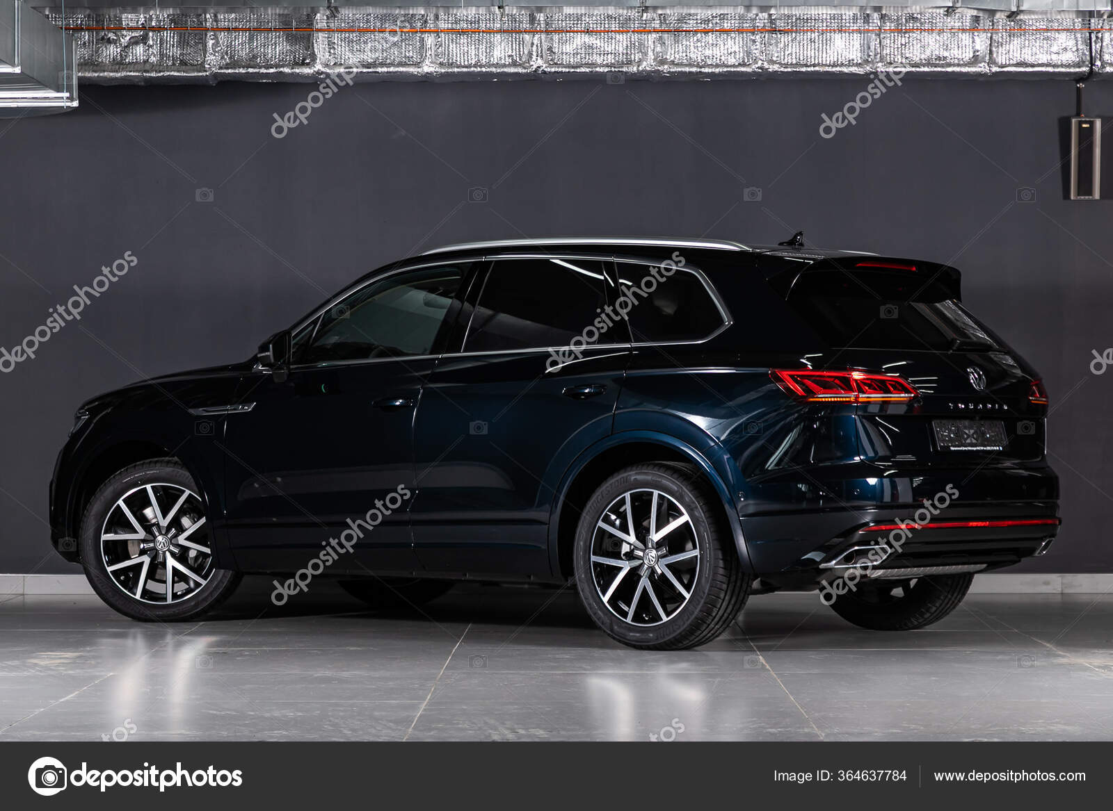 Novosibirsk Russia March 2020 Volkswagen Touareg Road Car Back View Stock Editorial Photo C Everyonensk 364637784