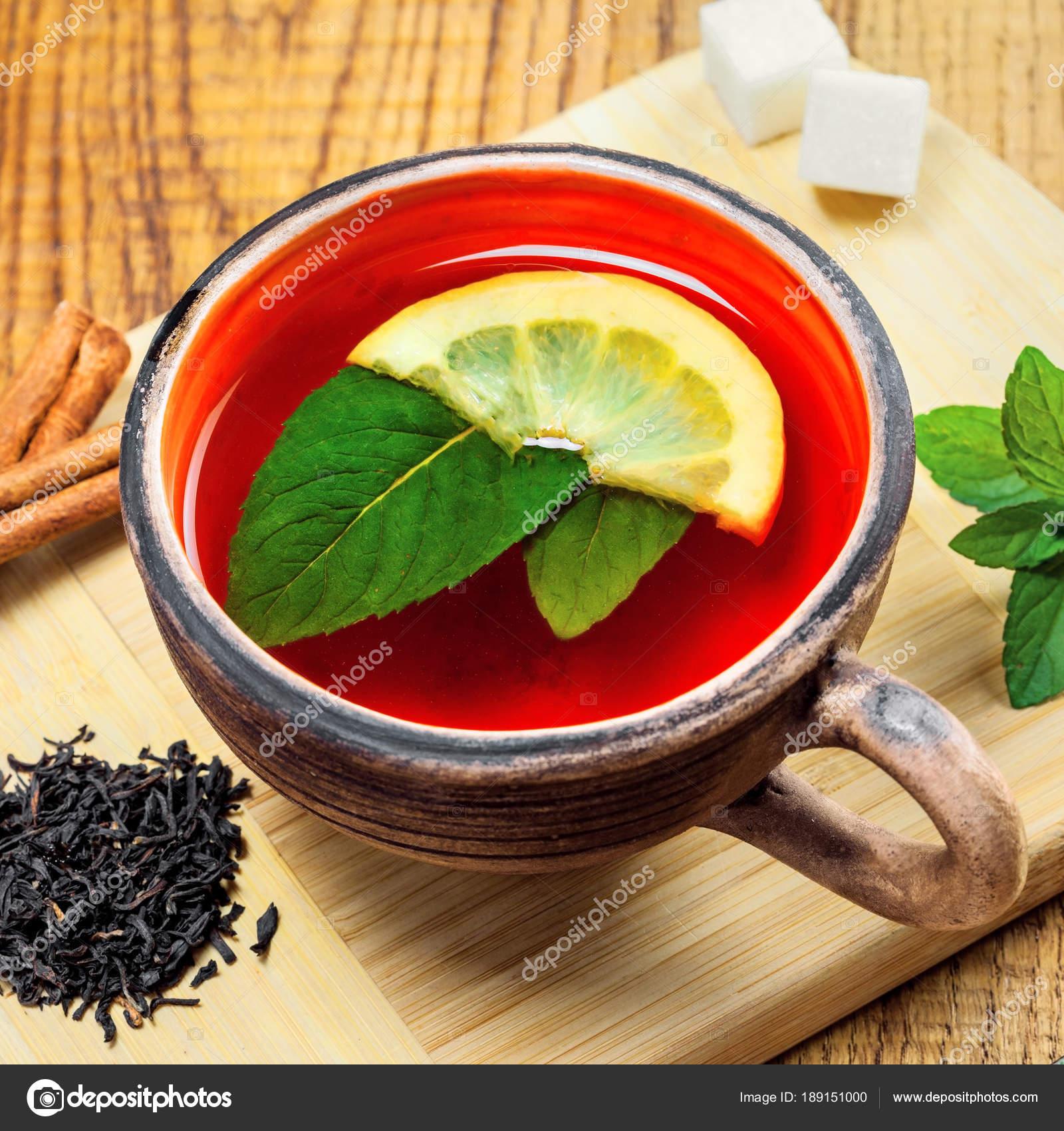 Heißes Getränk Einer Rustikalen Ton Tasse Schwarzer Tee Frischer