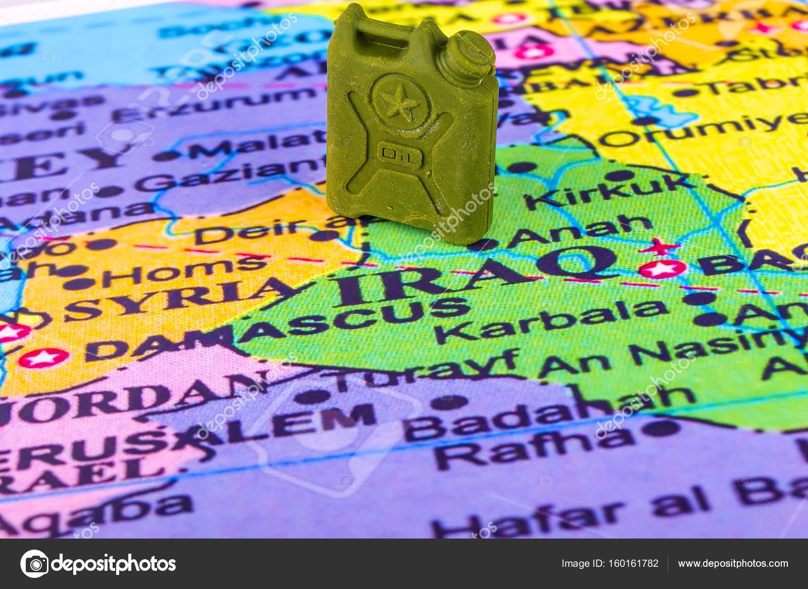 bensin karta Behållare med bensin på karta över Irak och Syrien  bensin karta