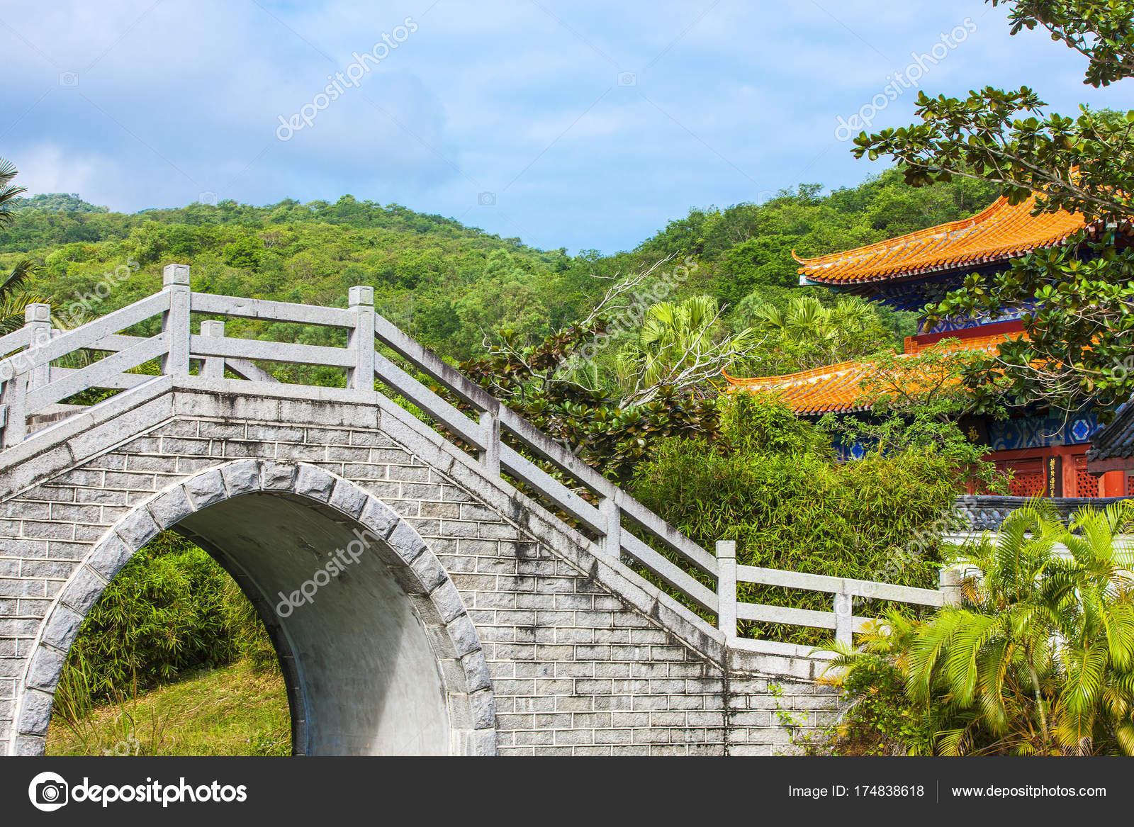 Jardin chinois et décoration bâtiment — Photographie bborriss.67 ...