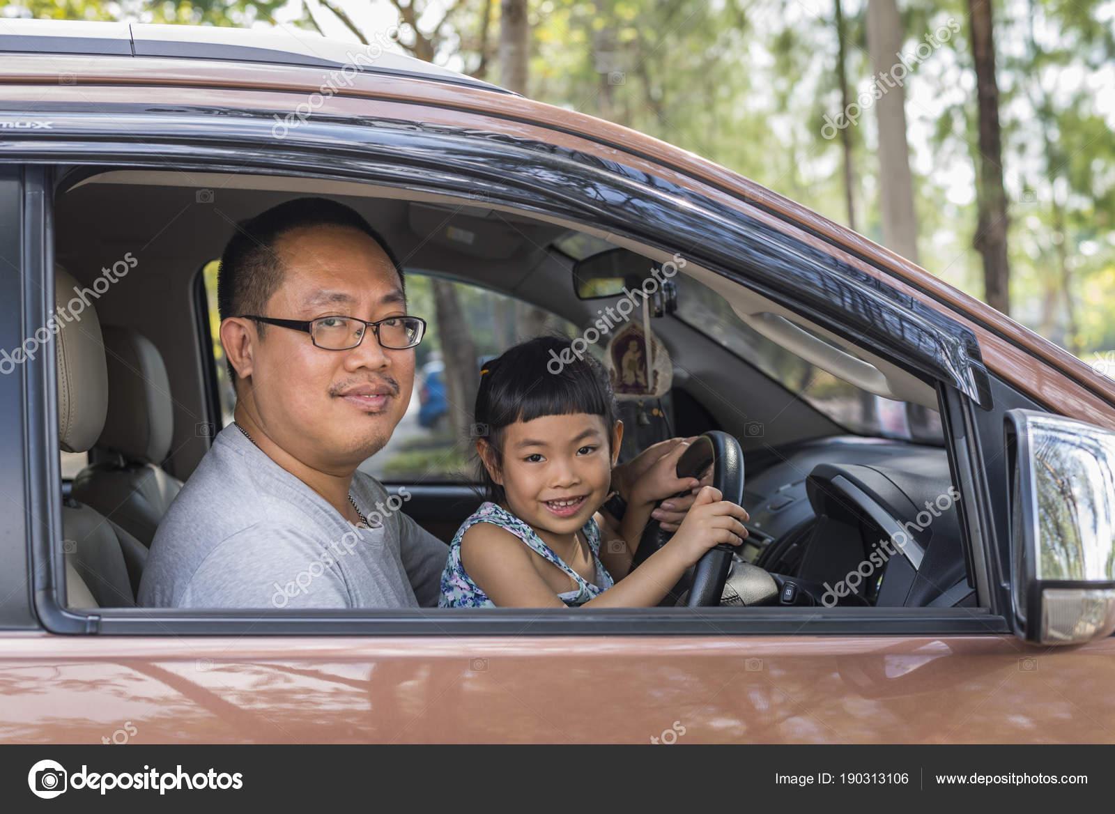 Японские шоу отец и дочь онлайн, Японское порно шоу отец должен отгадать дочь 13 фотография