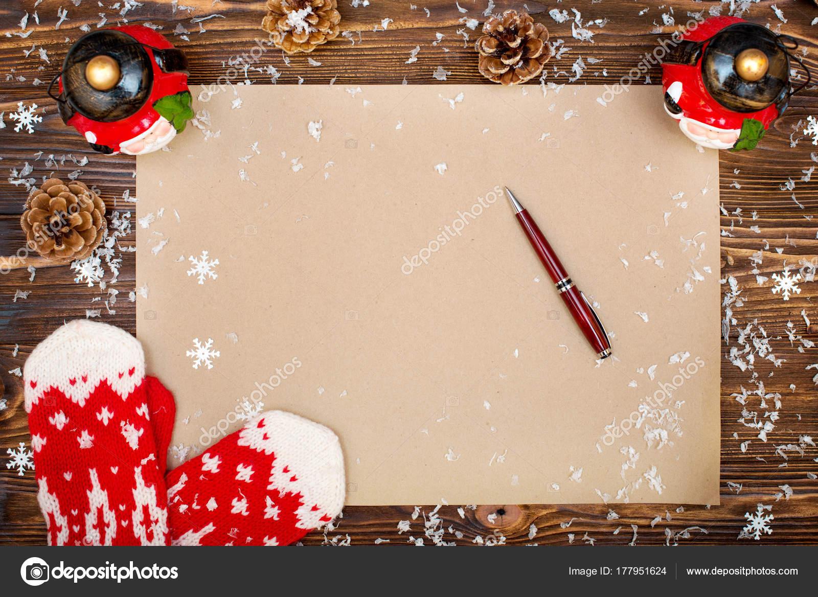 Carta De Felicitaciones De Navidad Y Ano Nuevo.Fondo Navidad Papel Kraft Con Espacio Copia Para