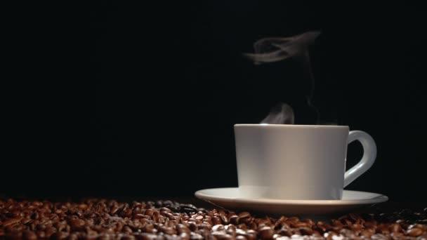 Coffe hrnek s restovanými fazolkami
