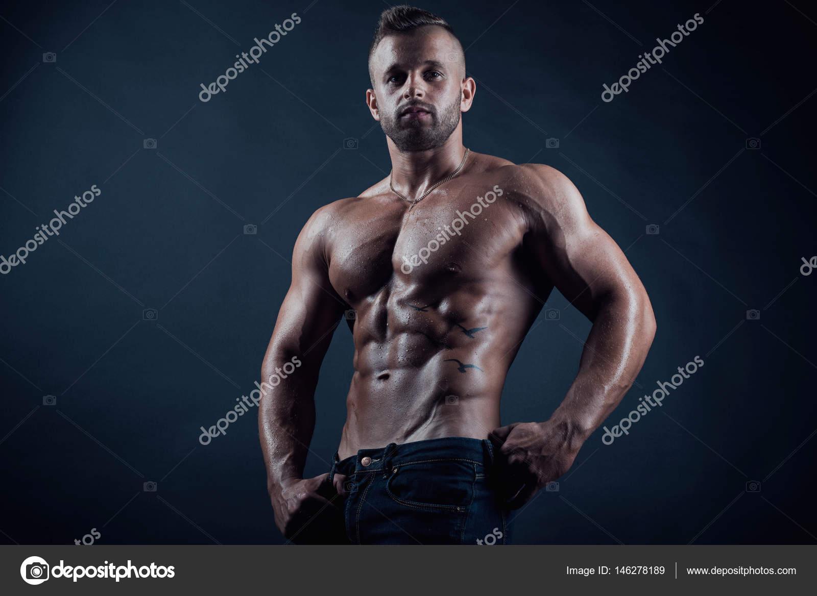 Poses De Modelos Hombres Profesionales Modelo Atractivo Deportivo