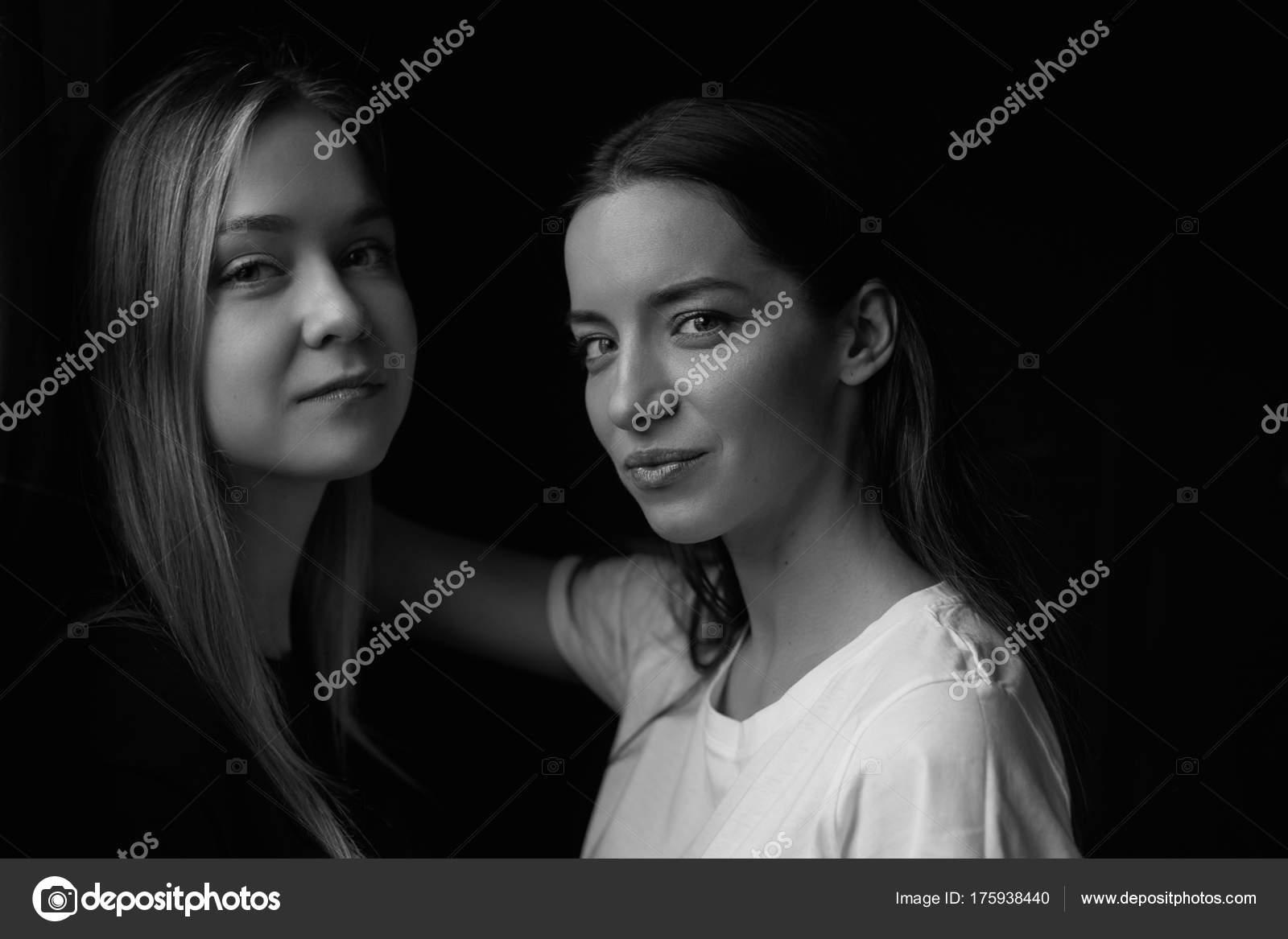 Lesbiche seduce femmina