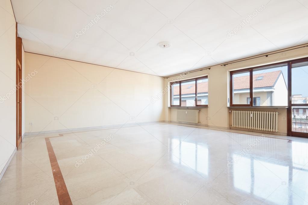 Lege woonkamer met marmeren vloer — Stockfoto © AndreaA. #126675806