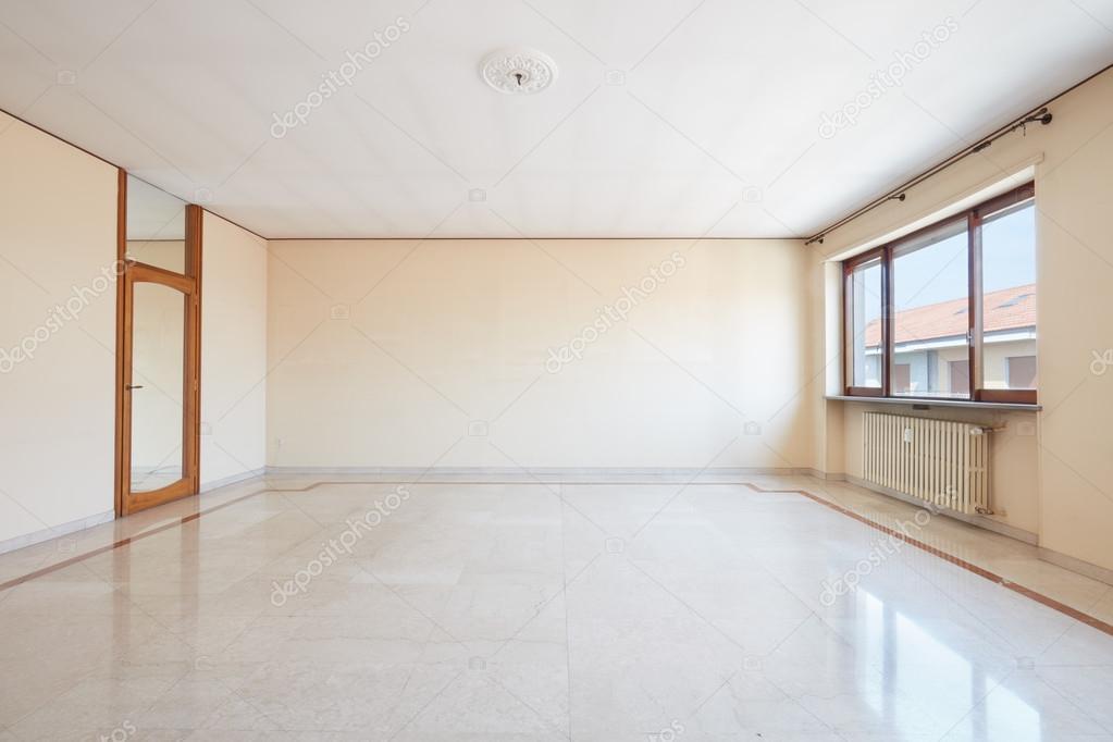 Grote lege woonkamer interieur, marmeren vloer — Stockfoto © AndreaA ...