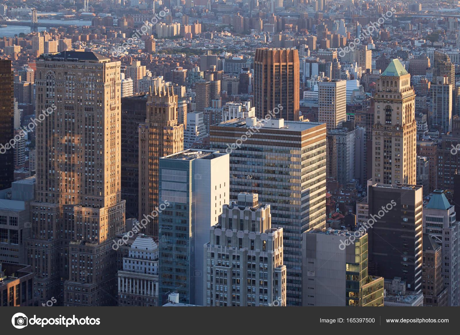 Vue a rienne de new york city manhattan gratte ciel au - Coucher du soleil new york ...